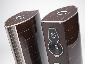 Sonus Faber Serafino Tradition ... the physical presence of a gorgeous sculpture
